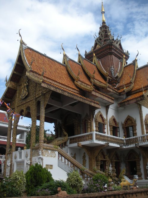 another one of the many temples in Chiang Mai, each with its own distictive personality